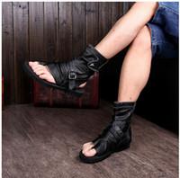 sandales de gladiateur blanches noires achat en gros de-2017 Gladiator Sandals Pour Hommes Noir Blanc Cheville En Cuir Hommes Appartements Italien Chaussures Sandales Rivets Mens Pantoufles Bottes De Moto Plus La Taille 46