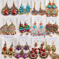 tibetli gümüş takı küpeleri toptan satış-50 Çift / grup karışık Vintage Tibet Gümüş / BronzeResin Moda Küpe toptan küpe Yeni moda takı