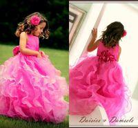 vestidos rosa fúcsia meninas venda por atacado-Hot Pink Fúcsia Flor Meninas Vestidos de Festa de Casamento Drees 2018 Cascading Ruffles Sweep Trem Organza Bonito Pageants Vestidos para Meninas Personalizado