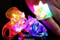 Imperiale Krone weichen Gummi Led Finger Ring Licht-up Spielzeug LED Glühende Finger Ringe Neuheit Elemente Halloween Bar Event Party liefert