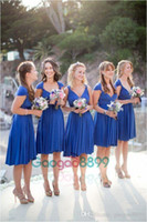 elegante mini-brautkleider ärmel großhandel-2019 Königsblau Short Beach Country Style Brautjungfernkleider mit Flügelärmeln Modest Elegant Chiffon Knielangen Boho Hochzeitsgast Kleid