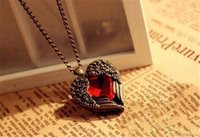 Cheap Vintage jóias Bronze Carved Angel Wing Red Crystal Love Heart Shape Pingente Colar Corrente Christams Gift Retro Charm Long Necklaces