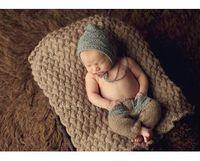 coole babyhäkeln großhandel-2015 Qualitäts New 0-3month Baby-Häkelarbeit-Fotografie Props Newborn Foto Cool Boy Kostüme Infant Mützen und Hosen Kleidung Set