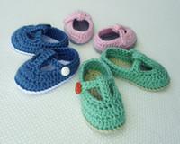 chaussons bébé nouveau-né achat en gros de-2015 Newborn Handmade Knit Crochet Bébé Chaussures Bébé Chaussons T-Strap Bébé Filles Crochet À La Main Tricoté Chaussures 0-12 M personnalisé