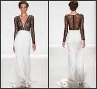 düğün beyaz dantel kılıf elbisesi toptan satış-Siyah ve beyaz uzun kollu kılıf gelinlik 2018 Yeni kelly faetanini gelin derin v yaka siyah dantel gelinlikler 100