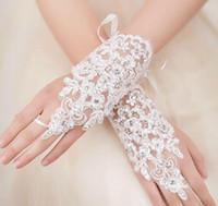 guantes blancos transparentes al por mayor-Guantes nupciales baratos Envío gratuito Accesorios de boda Blanco marfil Sheer Lace Applique Dedo sin dedos de la boda de encaje Crystal Beads En stock