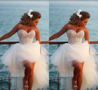 ingrosso ciao abito da spiaggia basso-Abiti da sposa corti della spiaggia di Hi-Lo della perla squisita 2018 Abiti sexy da sposa innamorato del corsetto in rilievo di lusso di promozione