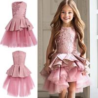 faldas lindas flores al por mayor-2018 Cute pink desfile vestidos joya cuello sin mangas de encaje corto con gradas volantes vestidos de flores niñas falda de tul fiesta de cumpleaños imagen real