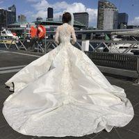 vestido de casamento de luxo de colarinho alto frisado venda por atacado-Luxo de manga comprida vestido de baile vestidos de noiva Arábia Árabe modesta frisado bordados gola alta catedral longo trem vestidos de noiva