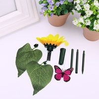 Wholesale- Solar Butterfly Flower Toys svolazzanti Flying Butterfly Garden Yard colore casuale