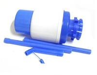 дизайн бутылки с водой оптовых-Новый дизайн 1 комплект питьевой ручной пресс насос для бутилированной диспенсер для воды Бутылка для воды с тегом бесплатная доставка TY1567