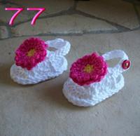 ingrosso sandali bianchi a crochet-Spedizione gratuita Handmade Knitting Baby White Rose Fiori Sandali, Scarpe bambino Crochet, Bambina infradito