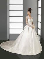 kate middleton uzun elbiseler toptan satış-Sırf Uzun Kollu Gelinlik Kate Middleton Gelin gelinlikler V Yaka dantel Aplikler Saten Şapel Tren A-Line Gelinlik
