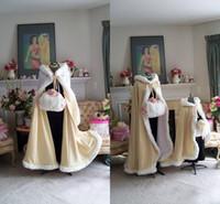 zemin uzunluğu kış pelerinin toptan satış-2018 Çarpıcı Kat Uzunluk Şampanya Rengi Gelin Burunları Düğün Trençkotler Faux Kürk Kış Düğün Gelin Pelerinler Cape Düğün Pelerin Için Mükemmel