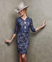 marineblau mütter kleid großhandel-Elegante Navy Blue Lace Mutter der Braut Kleid Brautmutter Braut Bräutigam Kleider knielangen Langarm Lady Hochzeit Abendgesellschaft Kleid