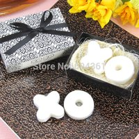 Wholesale Household Items Gifts - Wholesale-30 boxes=60pcs lot(1box=2pcs) Wholesale Free Shipping European creative personalized wedding gifts household items kiss XO soap