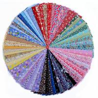 ingrosso tende di colore misto-70 fiori misti di colore Tessuto stampato in cotone per cucire a mano materiale Patchwork Cortina cucito Fai da te artigianale 20 * 30cm