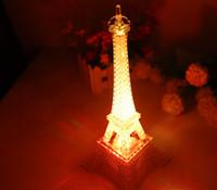 nachtlichtfarben großhandel-Groß-Einzelhandel 2015 Eiffelturm führte Nachtlichter + 3 superbright LEDs + schöne (fünf Farben ändern) für romantische Liebhaber Inneneinrichtung