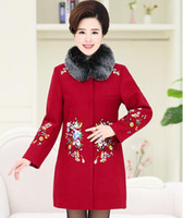orta yaş kadın katları toptan satış-2017 sonbahar ve kış yeni Orta Yaşlı kadın giyim yün yaka yün ceket ceket moda Uzun yünlü ceket Işlemeli