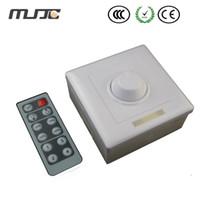 atenuador de pared 12v al por mayor-MJJC 12V 8A LED Dimmer Perilla montada en la pared Interruptor de atenuación PWM con un control remoto de 12 teclas IR para luz de tira de un solo color