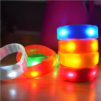 Christmas Sound Control Led Lampeggiante Braccialetto Light Up Bangle Wristband Musica Attivato Night light Club Attività Party Bar Disco Acclamazione giocattolo