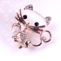 New Fashion Ladies Girls Golden Plated Gommage en verre opale étincelant Clear Rhinestone Crystal Petite Gâteau Accent Broche Broche pour désherbage