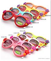 çiçekli güneş gözlüğü toptan satış-Kızlar için doğum günü hediyeleri için çiçek güneş gözlüğü çocuk dekorasyon çocuk kız güneş gözlüğü çocuklar plastik çerçeve güneş gözlüğü stokta