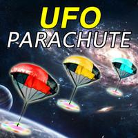os miúdos jogam o pára-quedas venda por atacado-XJ 010 Parachute Launcher terra UFO Sky Diver com Figura Soldado Crianças Crianças Brinquedo Esporte Ao Ar Livre Jogar Presentes de Natal para crianças Parachute