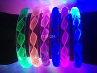 acryl blinkende led armbänder großhandel-Freies Verschiffen neues Armband-Acrylarmband-Leuchtstoffarmbänder der Faden-Art-Blitzlicht-LED für Partei-Stab-Konzert 100pcs / lot