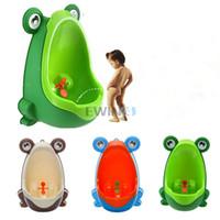 enfants toilettes de formation de pot achat en gros de-Vente chaude! Urinoir d'enfants de formation de toilette de pot de grenouille d'enfants pour le type portatif de mur de Pee Trainer de garçons