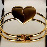 braceletes das mulheres de qualidade venda por atacado-Moda das mulheres Elegante Pulseira de Tom de Ouro Cuff Coração Pulseira Cadeia de Mão Bling Nova Marca de Boa Qualidade