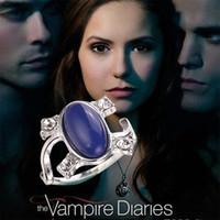 vampir günlükleri film mücevherleri toptan satış-Moda film The Vampire Diaries Elena güneş koruyucu Güneş Işığı Geçirmez kristal parmak yüzük kadınlar Kediler Gözler band yüzük bildirimi takı 080086