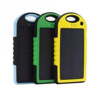 ingrosso phone solar charger-La Banca esterna di potere della batteria del caricatore solare della porta del doppio USB universale 5000mAh con la scatola al minuto per il iPhone Smartphone del telefono cellulare del iPad