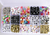 lucitwürfel großhandel-16 Arten 1000 Stücke Webstuhl Alphabet Acryl Perlen Charms Armband Gummibänder DIY Silikon Refills Cube Brief Perlen Anhänger Zubehör