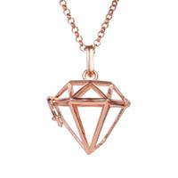ingrosso hollow locket pendant-Medaglioni a forma di diamante geometrici a forma di diamante di aromaterapia cavi pendenti medaglioni donne gioielli in lega pendente in metallo moda lega 2018