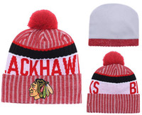 New Berretti Squadra Blackhawks 2017 Hot Knit Hockey Beanie Pom Pom Knit Hats Baseball Football Basketball Berretti Rosso Mix Match Ordine Tutti i tappi