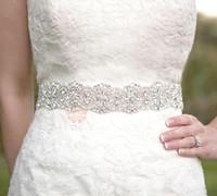 perlen hochzeit schärpe braut gürtel großhandel-Günstige funkelnde Perlen Crystal White Satin Braut Schärpen verstellbare transparente Strass Hochzeit Braut Gürtel Brautaccessoires