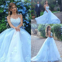 2018 New Beautiful Lace Dubai Dubai Prom Dresses Light Blue Sky Tulle Flowers Appliques Sheer Backless Party Evening Ball Gowns Long