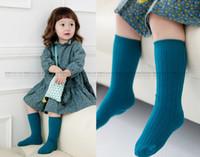 slip de algodón blanco para niñas al por mayor-Moda nuevo estilo coreano niños calcetines de algodón niñas coloridos calcetines largos puntos antideslizantes niños calcetines blanco gris azul vino marrón amarillo A7113