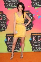 Fashion Dress brillantemente giallo Selena Gomez breve abiti da cocktail del partito 2016 nuovo V-collo in rilievo maniche mini tappeto rosso della celebrità Runway