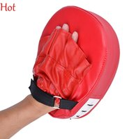 Compra Mitts In Schiuma-Hot Boxing Mitt Training addestramento Focus Punch Pad Guanti MMA Karate Combat Thai Kick PU Cuoio Schiuma Materiale Pad Guanti Rosso SV005754