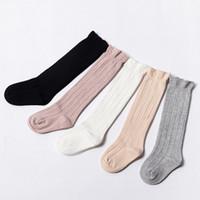 meias de joelho para menino venda por atacado-Tubo de bebê Ruffled Meias Meninas Meninos Uniforme Na Altura Do Joelho Meias Altas de Bebês e Crianças de Algodão Cor Pura 0-3 T