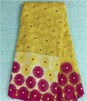 sarı guipure dantel kumaş toptan satış-Moda fransız gipür dantel kumaş ile sarı + fuşya çiçek afrika suda çözünür dantel parti elbise BW23-4, 5 yards / pc