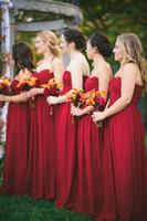 vestidos de dama de honor rojos para la venta al por mayor-Venta caliente Simple A Line Sweetheart Long Red Dama de honor vestidos de gasa de la boda vestido de invitados para el jardín boda por encargo