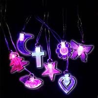 glühender kristall führte großhandel-Kristall Liebe Herz Stern LED Blinkende Halskette Anhänger Kinder Erwachsene Geburtstag Gefälligkeiten Geschenk Glow Party Supplies Weihnachtsdekoration Q0202