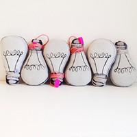 corde de balle clignotante achat en gros de-Gros-1pc Luminous Plush Bulb Oreiller Bébé Confort Poupée Décoration de La Maison