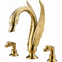 torneiras de chapeamento de ouro venda por atacado-Nobre Luxo Swan Forma Latão Banheiro Bacia Torneira 3 Hole Mixer Torneira de Chapeamento De Ouro G1045