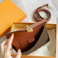 High Quality Designer Lock On Strap Shoulder Bags Back Drawstring Lucchetto su Cinturino Coated Canvas & Real Calf Leather Cross Body Inscription Cadenas Handbags