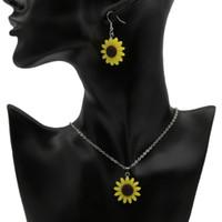 harz sonnenblumen großhandel-Sonnenblume Anhänger Halsketten Harz Material Böhmischen Mode Niedlichen Reizenden Charme Schmuck für Frauen und Mädchen Halskette Ohrringe Geschenke Großhandel