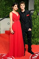 selena gomez vestidos hechos al por mayor-Gasa roja noche larga vestidos de baile 2016 Selena Gomez mujeres vestido formal traje de soiree longue cuello en V profundo por encargo vestido longo